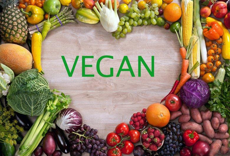Veganismus lehnt nicht nur Fleisch und Fisch, sondern auch Milch und Milchprodukte, Honig und Eier ab.