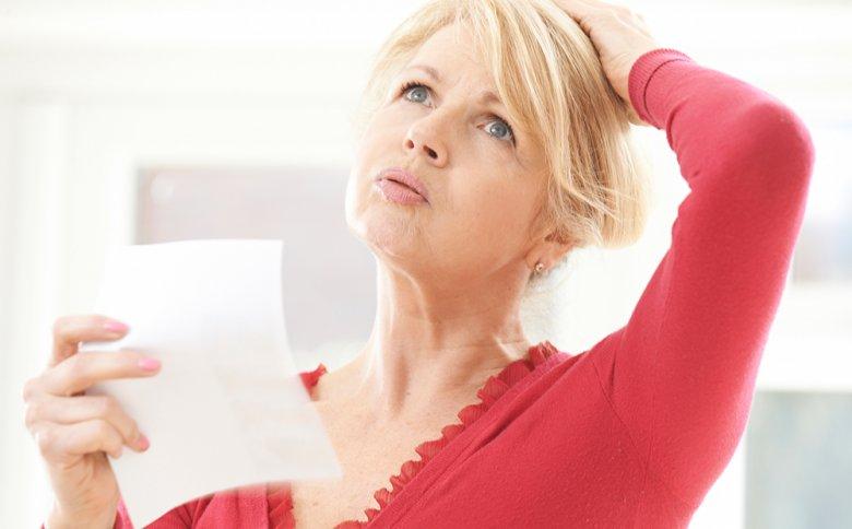 Viele Frauen leiden in der Menopause unter Beschwerden, wie Hitzewallungen oder Verstopfung.