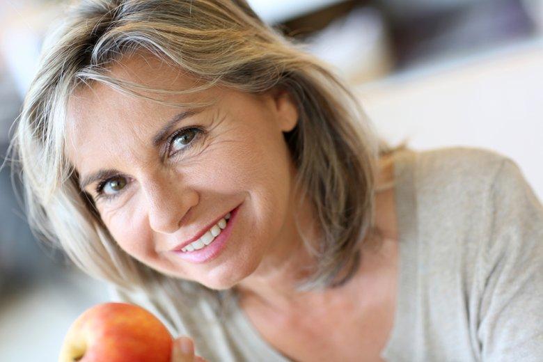 Im Alter sollte auf eine vitaminreiche Vollwertkost geachtet werden.