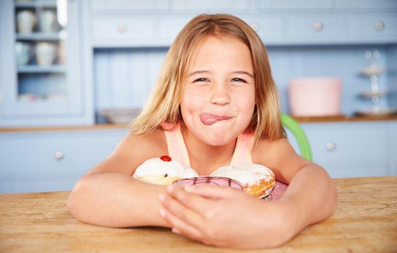 Süßigkeiten sowie fette und süße Speisen sollten nur in Maßen erlaubt sein.