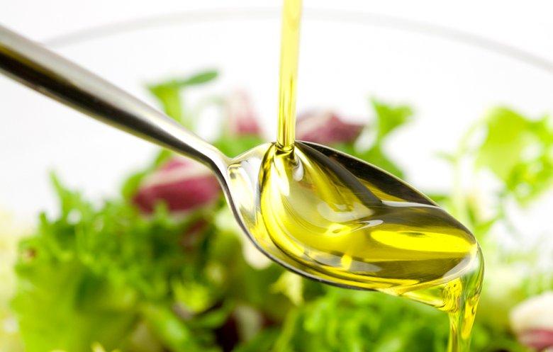 Fette und Öle sollten bei dem Thema Ernährung sparsam eingesetzt werden.