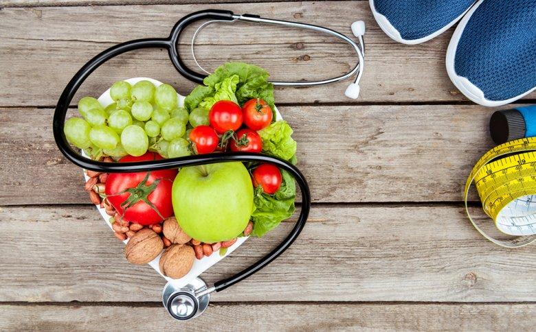 Durch eine gesunde Lebensweise kann der Blutdruck gesenkt werden.