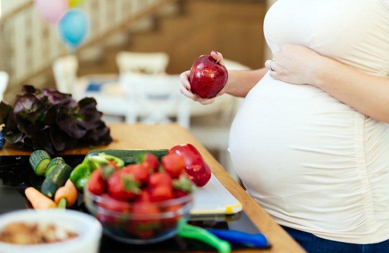 Bei einem Schwangerschaftsdiabetes sollte auf eine gesunde und ausgewogene Mischkost gesetzt werden.