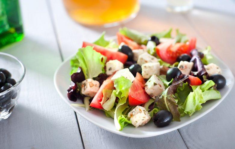 Bei Demenz empfiehlt sich eine mediterrane Ernährung.