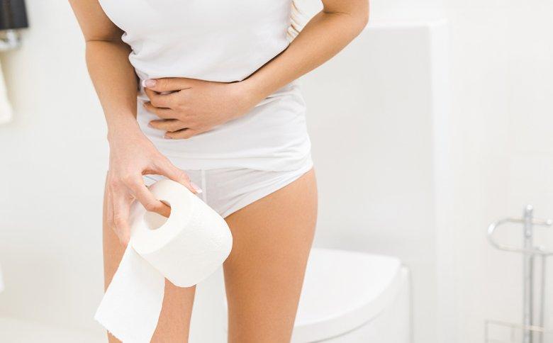 Syptome, wie Blähungen, Durchfall und Bauchschmerzen können auf eine Laktoseintoleranz hindeuten.