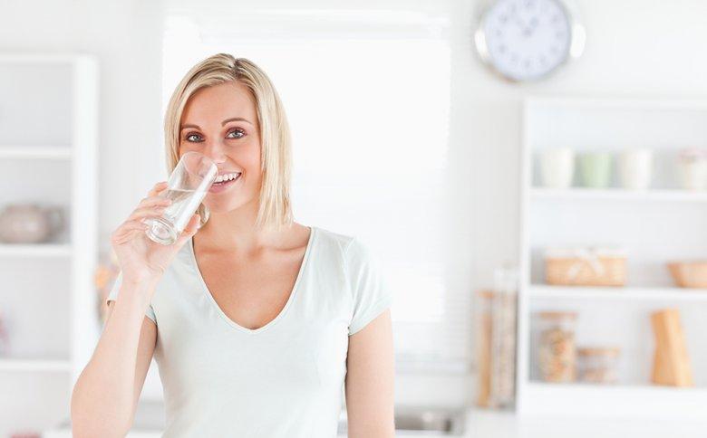 Eine ausreichende Flüssigkeitszufuhr ist für die Verdauung enorm wichtig.