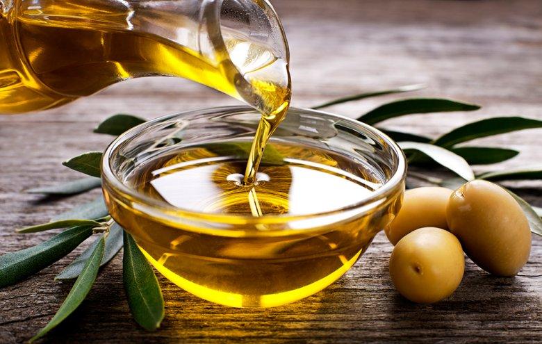 Olivenöl enthält gesunde, ungesättigte Fettsäuren.
