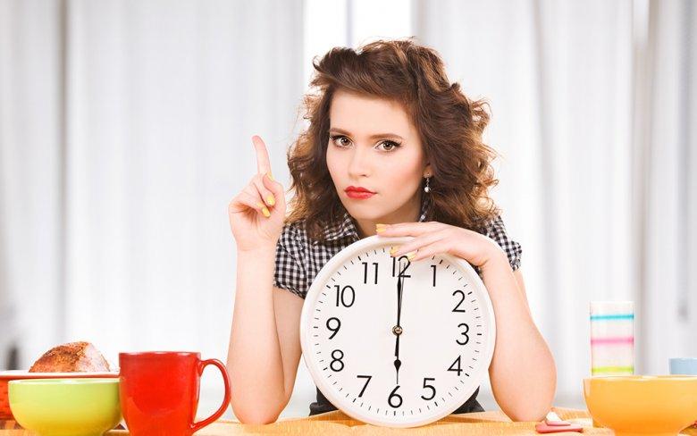 Manchen Empfehlungen zufolge, sollte nach 18 Uhr nichts mehr gegessen werden.