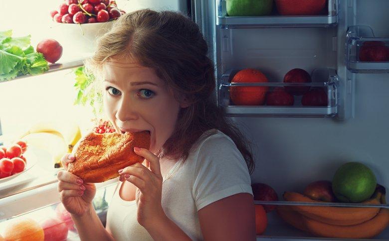 Der Glaube, dass spätes Abendessen automatisch zu Übergewicht führt, ist weit verbreitet.