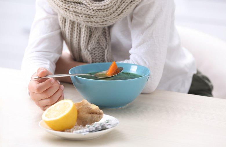 Es ist durchaus empfehlenswert Hühnersuppe bei einer Erkältung zu essen.