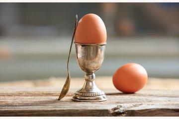 Eier besser nicht mit Silberlöffeln essen?
