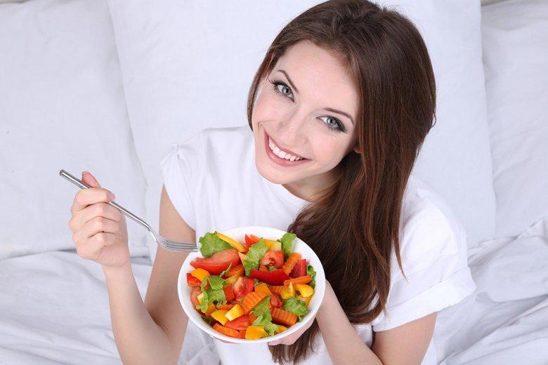Durch die richtige Ernährung strahlt die Haut und glänzt das Haar.