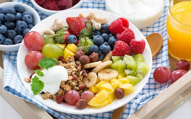 Vitamine sind essentiell und müssen dem Körper über die Nahrung zugeführt werden.
