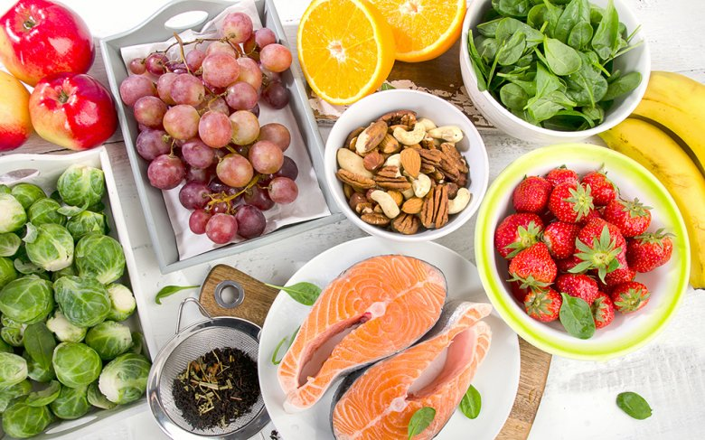 Damit der tägliche Nährstoffbedarf gedeckt ist, sollte auf eine gesunde und ausgewogene Ernährung geachtet werden.