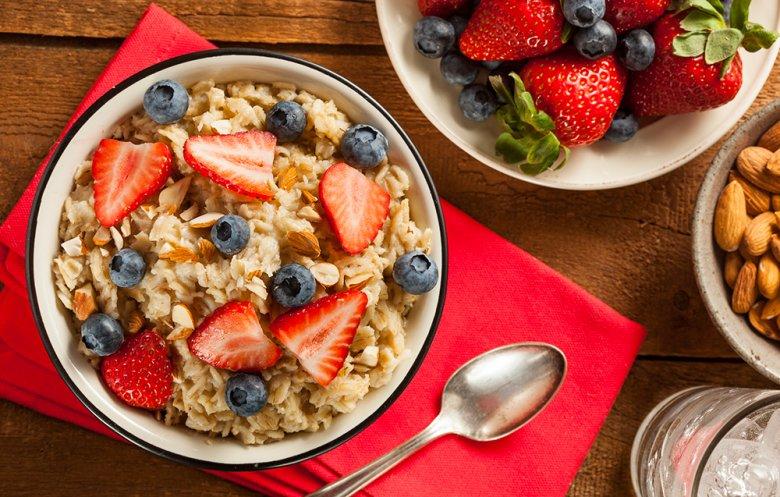 Eine ballststoffreiche Ernährung wirkt sich positiv auf die Verdauung aus.