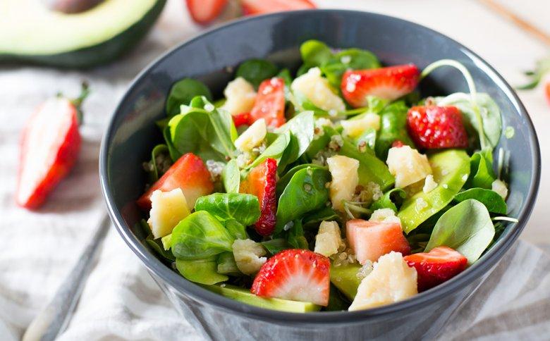 Wer sich gesund ernähren möchte, sollte auf frisches Obst, Gemüse und Vollkornprodukte zurückgreifen.