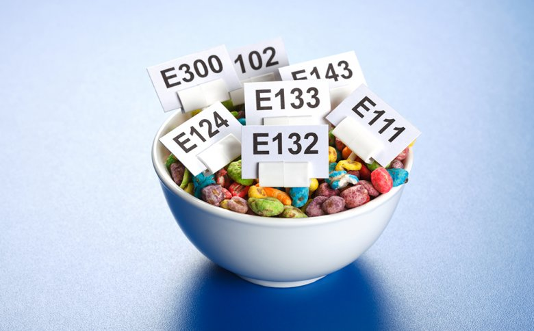 Viele Lebensmittel enthalten Zusatzstoffe, die dann mit den E-Nummern gekennzeichnet sind.