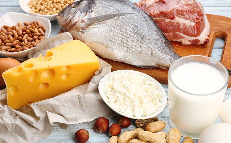 Neben Ballaststoffen, spielt Eiweiß eine wichtige Rolle beim Gewichtsverlust.
