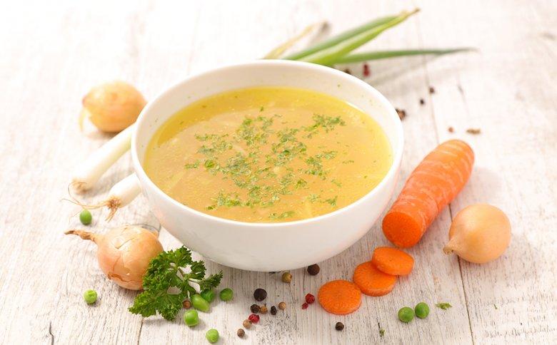 Beim Heilfasten wird vollständig auf feste Nahrung verzichtet - Gemüsebrühen, Tee und Wasser sind erlaubt.