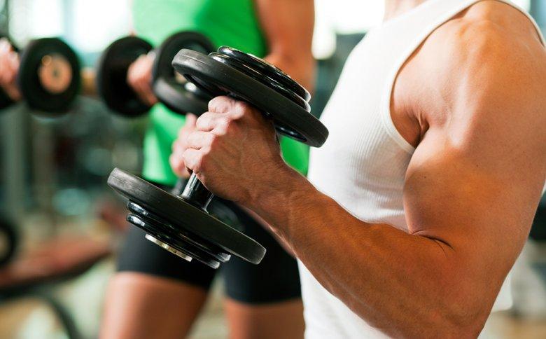 Durch Krafttraining wird Muskelmasse aufgebaut.