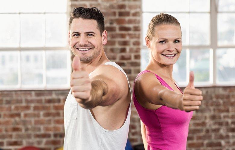 Um Muskeln aufzubauen, sollte einerseits auf das richtige Training, andererseits auf die Ernährung geachtet werden.