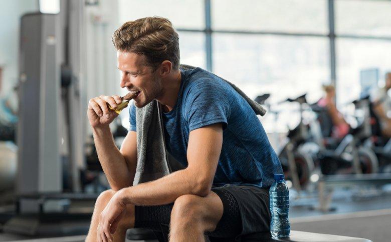 Während der Wettkampfphase gilt es auf eine kohlenhydratreiche Ernährung zu setzen.