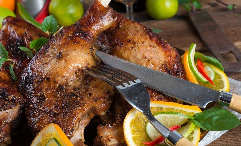 Ein Gänsebraten wird gerne zu Fest- und Feiertagen serviert.
