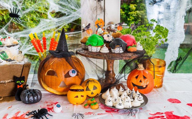 Mit etwas Phantasie und Kreativität lassen sich schaurig-gute Halloween-Snacks zubereiten.