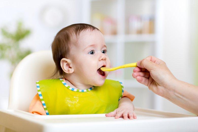 Der Übergang von der Brust zum Brei ist sowohl für das Kinder als auch für die Eltern etwas Spannendes.