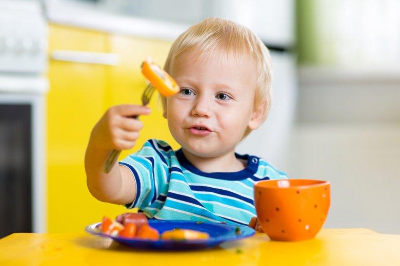 Mit einem Jahr dürfen Kinder beinahe fast alles Essen was auch die Großen auf dem Teller haben.