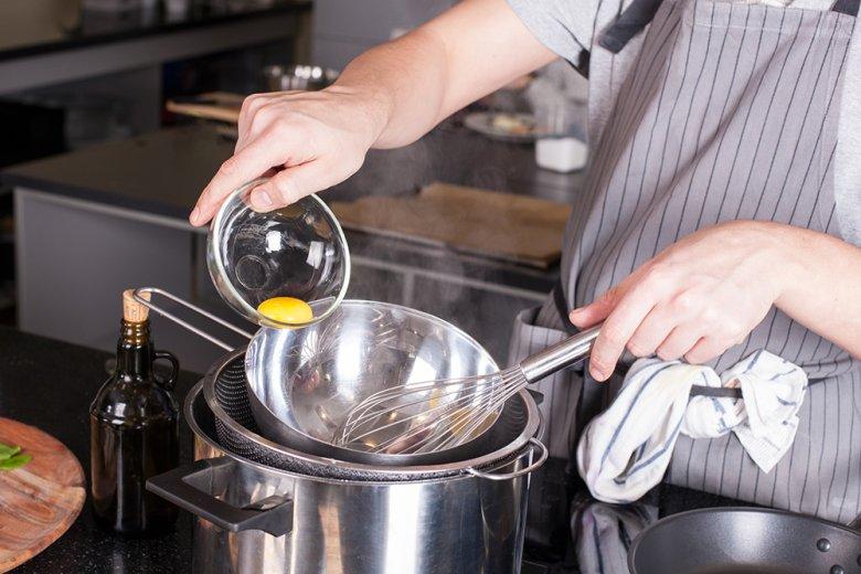 Manche Lebensmittel lassen sich am besten in einem Wasserbad schmelzen bzw. zubereiten.