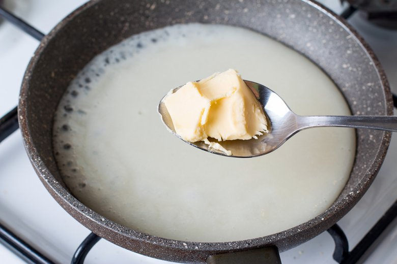 Die Mehlschwitze wird auch als Einbrenn bezeichnet und ist eine erhitze Mischung aus Mehl und Butter oder anderem Fett.