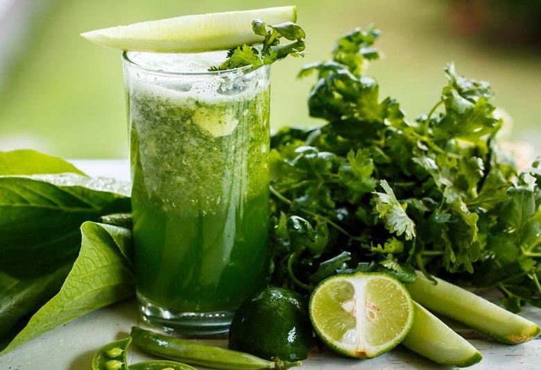 Grünes Blattgemüse in Kombination mit saftigen Zitrusfrüchten ergeben eine perfekte Kombination.