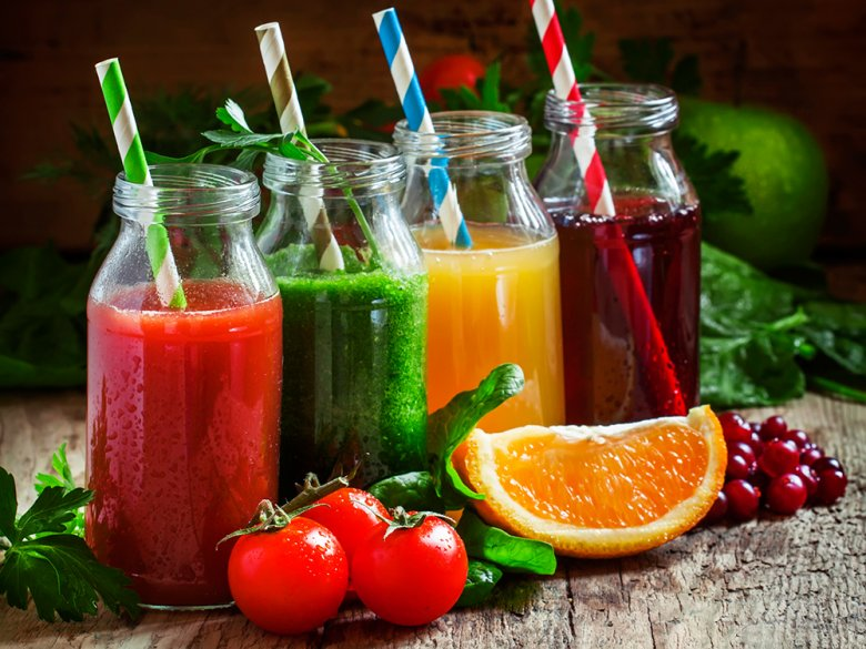 Selbstgemachte Säfte kann man aus fast allen Frucht- und Gemüsesorten selber herstellen.