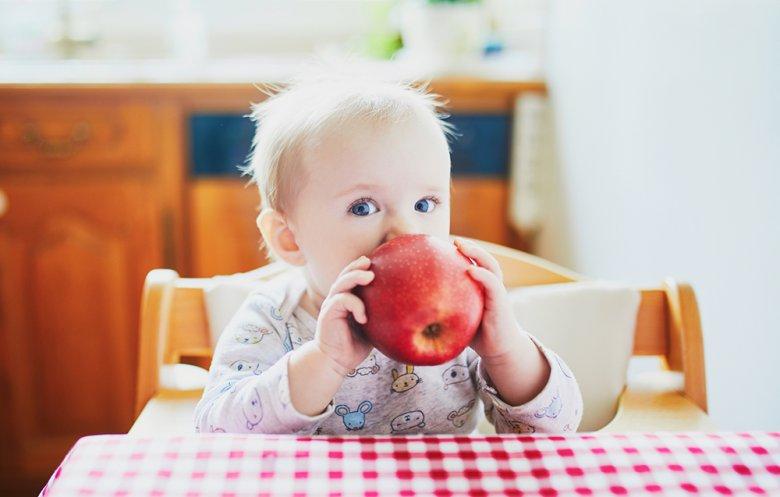 Bei Baby Led Weaning soll das Baby selbst ausprobieren können, was ihm schmeckt.