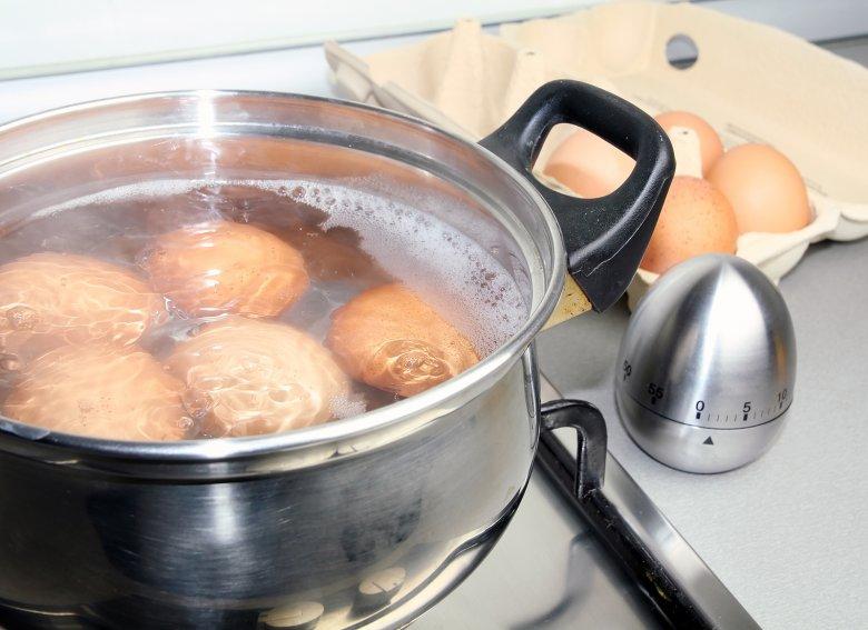 Wer beim Eier kochen einige Dinge beachtet, dem gelingt das perfekt gekochte Ei.