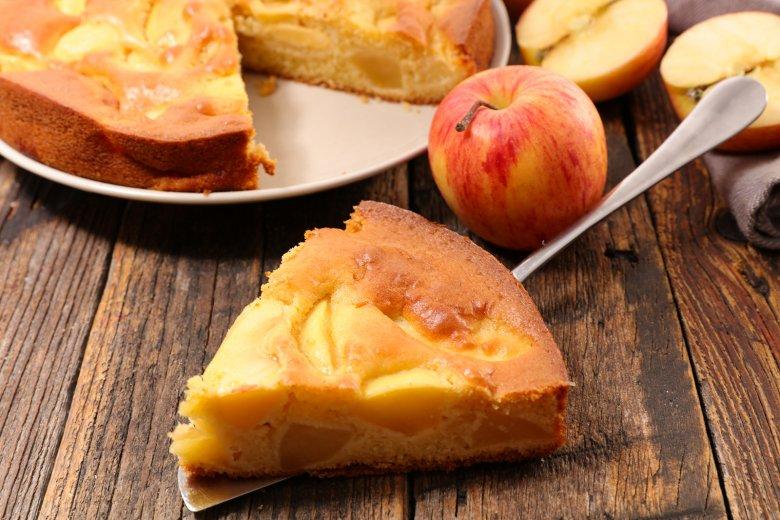 Der Apfelkuchen ist ein klassischer Obstkuchen den es in vielen unterschiedlichen Varianten und Formen gibt.