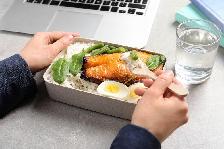 Meal Prep ist für Berufstätige, aber auch für Kinder und Abnehmwillige geeignet.