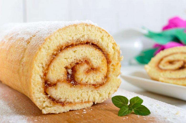 Biskuit kann zu Torten, Rouladen oder Kuchen verarbeitet werden.