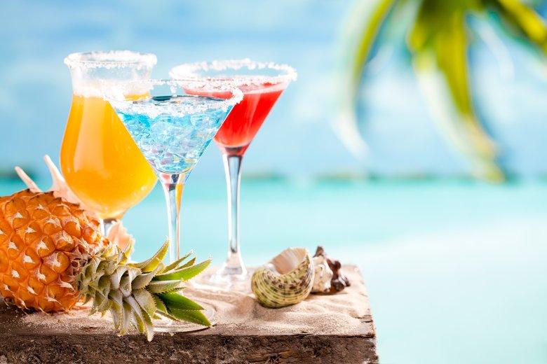 Bunte Cocktails sind nicht nur ein wahrer Blickfang, sie schmecken auch gut und kommen immer gut an.