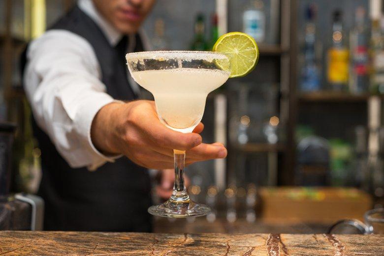 Der Margarita ist ein Cocktail mit Kult-Status. Typisch ist der Salzrand.