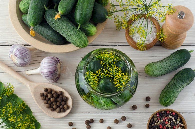 Saure Gurken sind ein Klassiker und schmecken knackig und gut.