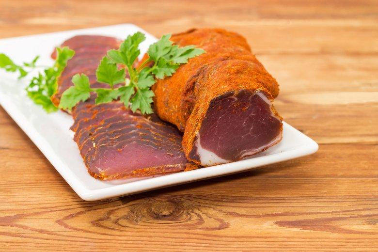 Gepökeltes Fleisch erhält ein besonderes Aroma.