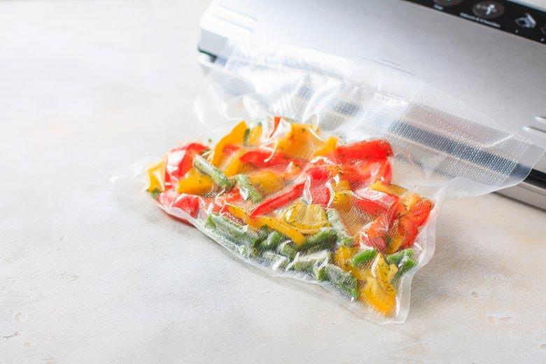 Beim Vakuumieren werden Lebensmittel luftdicht verpackt.