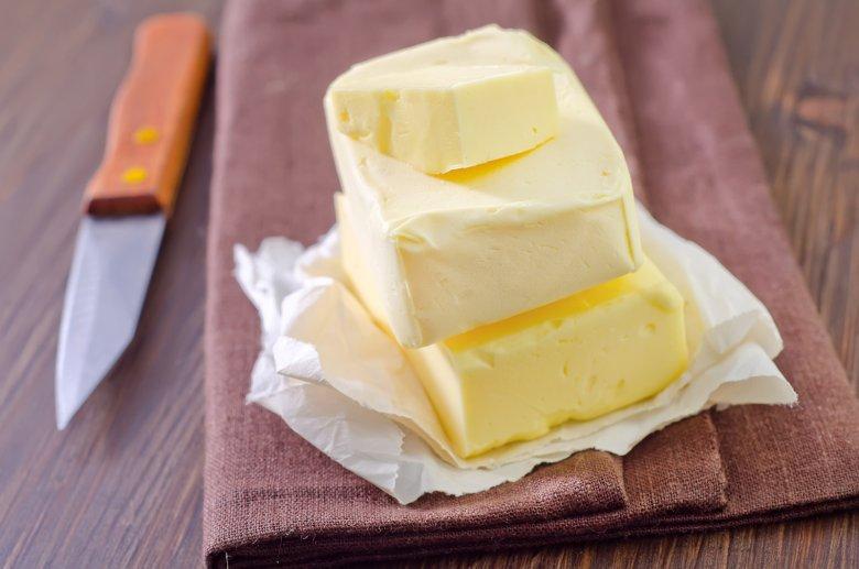 Butter und Margarine sind in der Küche beim Kochen und Backen eine fast unverzichtbare Zutat.