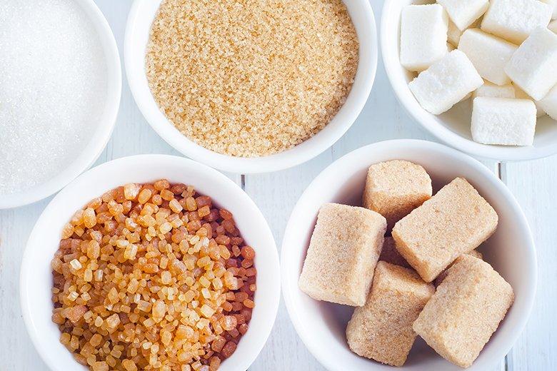 Zucker ist in vielen unterschiedlichen Zuckerhandelssorten erhältlich.
