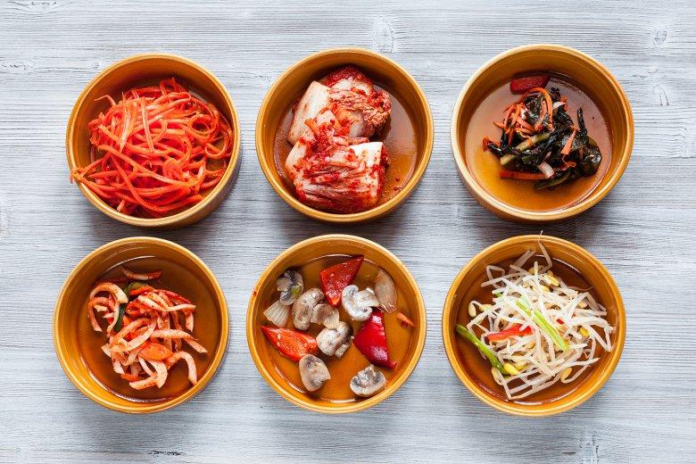 Als Banchan werden Gemüsebeilage bezeichnet, die zu gekochtem Reis serviert werden.