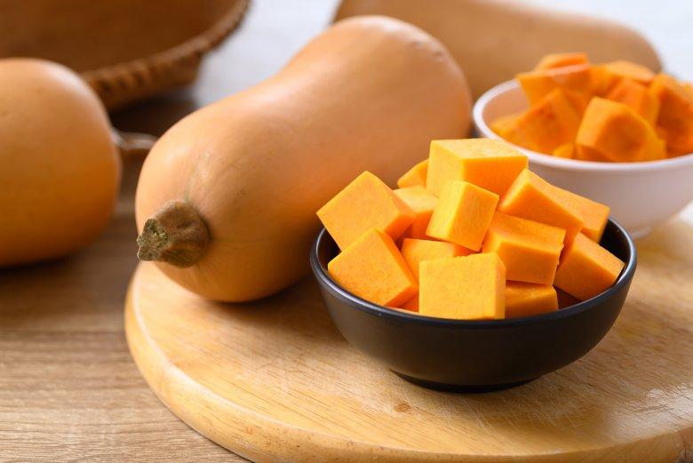 Der Butternut, hierzulande auch als Butternusskürbis bekannt, gehört zu den beliebtesten Kürbissorten.