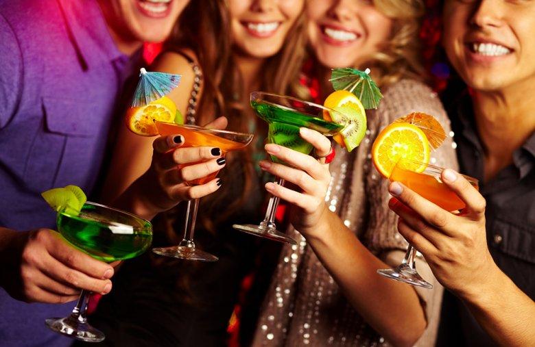 Damit eine Cocktailparty zum Erfolg wird, sollten einige Punkte beachtet werden.