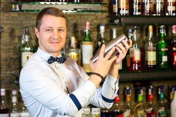 Der Barkeeper – mehr als nur ein Getränkemixer